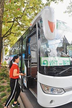 家門口接送 陸AI定制公車上路