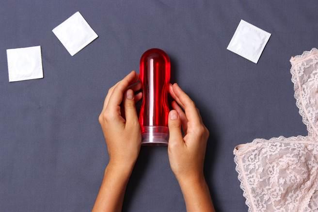 人妻使用潤滑液大戰舊情人,被丈夫發現服用陰道感染藥物曝姦情。(達志影像/shutterstock提供)