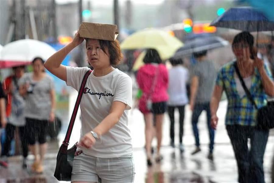 低壓帶挾雨炸到周末!塔巴颱風不排除生成 模擬路徑曝光。(資料照 劉宗龍攝)