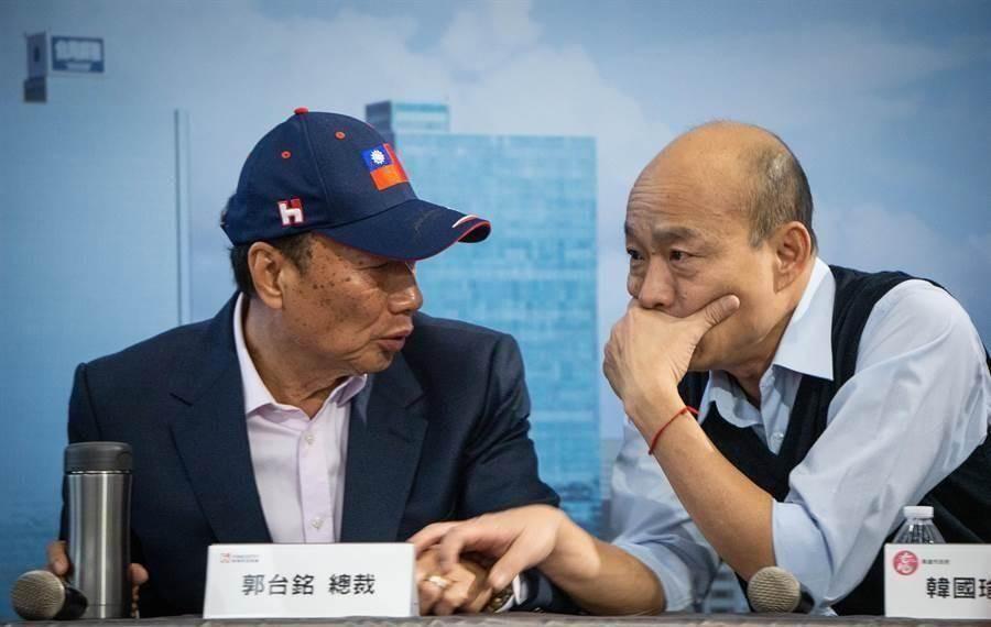 圖為鴻海創辦人郭台銘(左)、國民黨總統參選人韓國瑜(右)。(中時資料照)