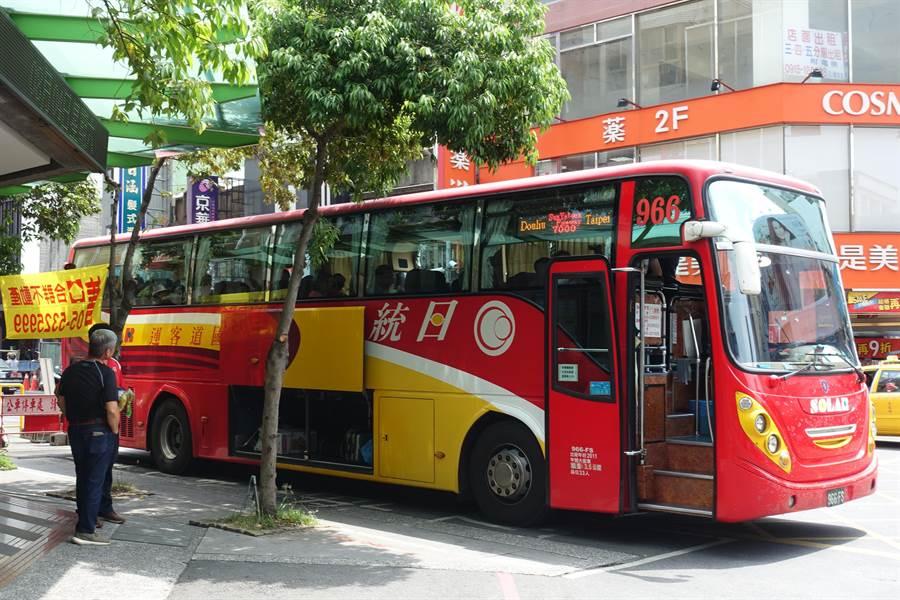 雲林縣唯一經營國道客運的日統客運公司不敷長期虧損,十月一日起取消敬老票。(周麗蘭攝)