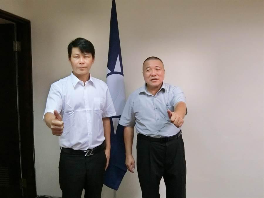 「最強菜農」林佳新(左)18日到國民黨台中市黨部完成加入國民黨手續,市黨部主委顏文正表示,對林佳新有機會參選樂觀其成,對選舉有信心。(盧金足攝)