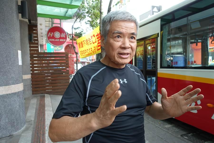 日統客運公司董事長林義風表示,四條國到客運路線10月1日取消敬老票,實在是撐不下去了。(周麗蘭攝)