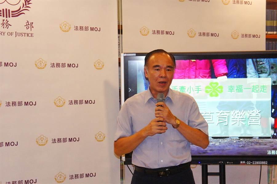 矯正署長黃俊棠表示,結合社會資源提供物資關懷,以扶助生活陷入困境的家屬順利度過難關,期使收容人能因感念各界支持而達教化效果。(張孝義攝)