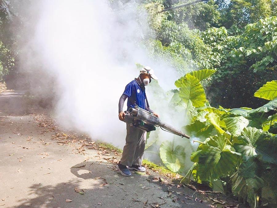 高雄大寮區出現首例本土登革熱,衛生單位將加強噴消。(資料照片)