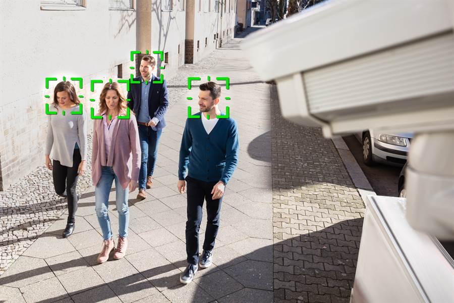 美國智庫報告說,全球75國透過AI與人臉辨識監控人民。中國的人臉辨識技術領先全球,而華為是監控技術的最大供應商。(shutterstock)
