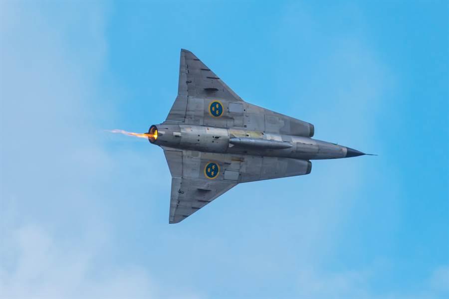 J35戰機造型有著科幻感的獨特外型。(圖/shutterstock)