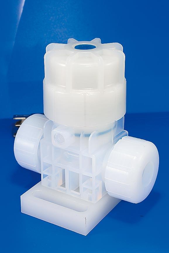 和正豐PFA無金屬高溫膜片閥,產品利用螺牙、螺帽旋轉概念,密封閥門,不洩漏外,並大大降低金屬汙染的可能性。圖/業者提供