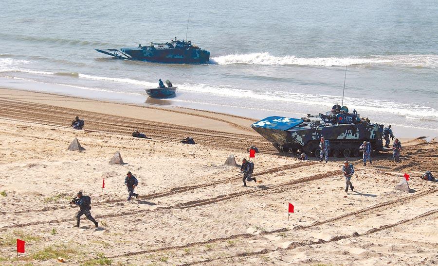 大陸海軍陸戰隊某旅在粵西某海域進行搶灘登陸訓練。(中新社資料照片)
