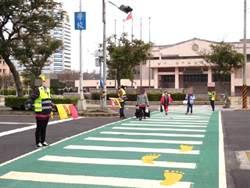 綠斑馬!中市府保護學童過馬路更安全