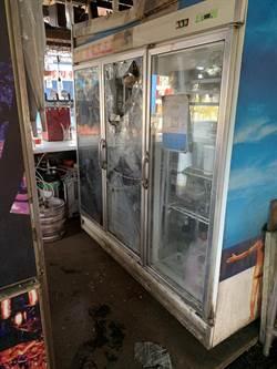 裸男燒烤店砸店喝啤酒 10萬海鮮全毀了