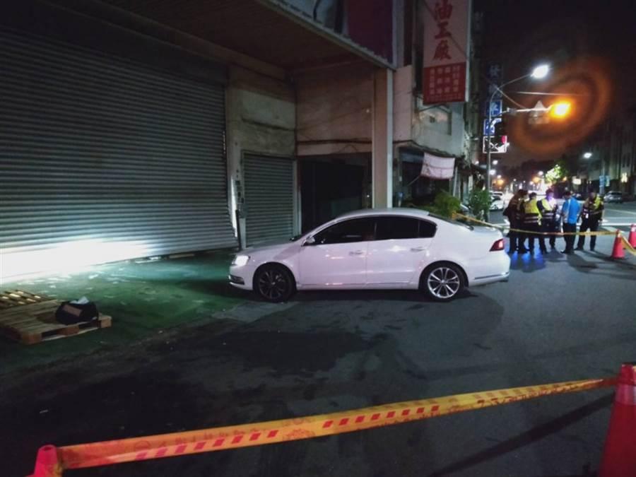 連千毅直播倉庫今晨再遭10車圍衝撞,警方快打部隊逮捕1人。(圖/高雄警方提供)
