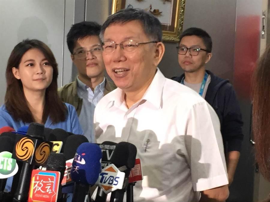 面對「柯昌配」,台北市長柯文哲19日表示,每天都有這種驚悚消息,至於意願則再講吧。(張立勳攝)