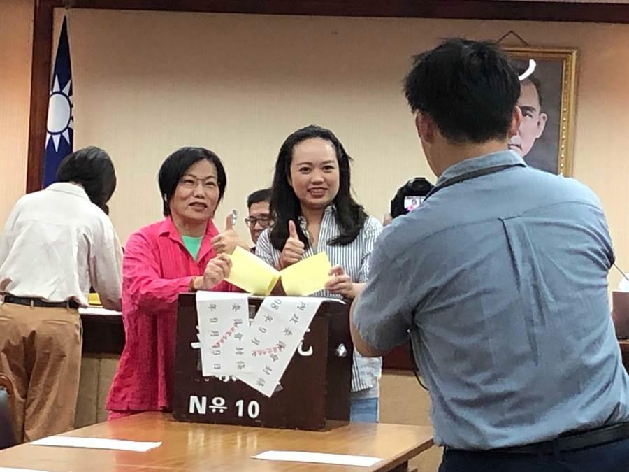 內政委員會投票選舉召委。(趙婉淳攝)