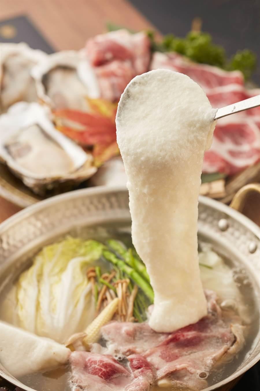 大和芋是日本黏性最高且味道最濃郁的頂級山藥,加上秋天正是盛產季節,並搭配來自瀨戶內產的牡蠣一同烹煮,口感絕佳。