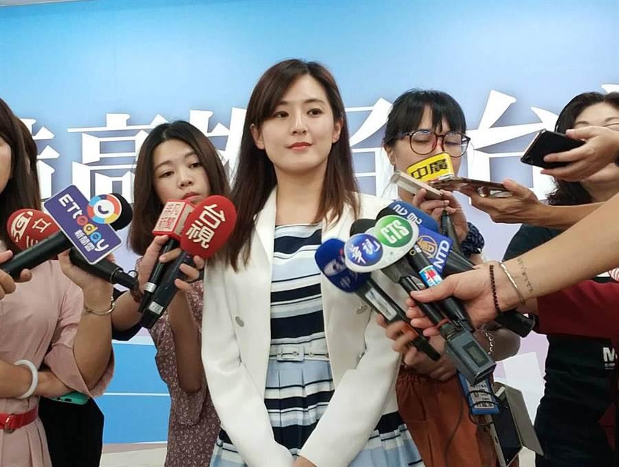 高雄巿長韓國瑜19日臉書直播後,競選辦公室發言人何庭歡受訪。(曹明正攝)