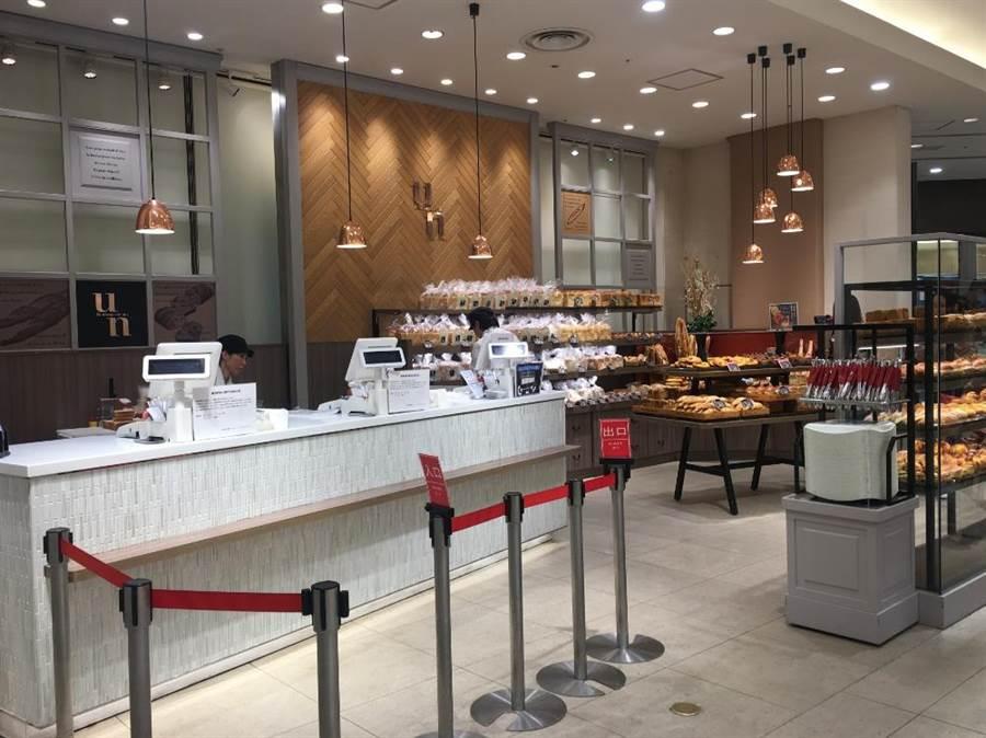 日本阪急百貨梅田店Boulangerie Un位在B1手扶梯口。(郭家崴攝)