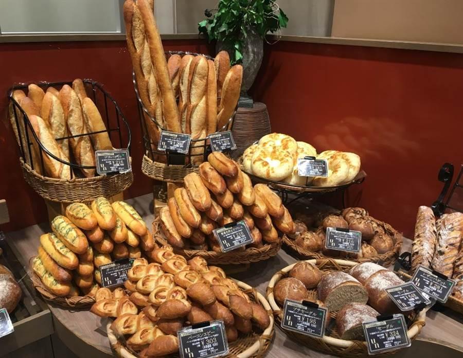 日本阪急百貨梅田店B1的Boulangerie Un專賣手工麵包,款式多樣化。(郭家崴攝)