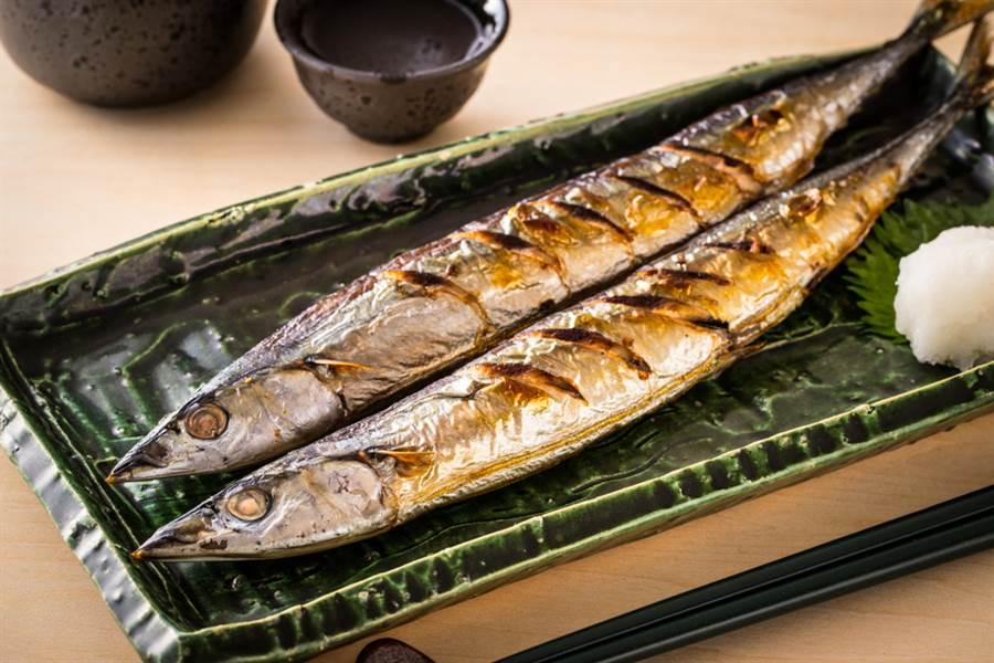 秋刀魚怎吃?神人高速去骨 網驚呆(示意圖/達志影像)