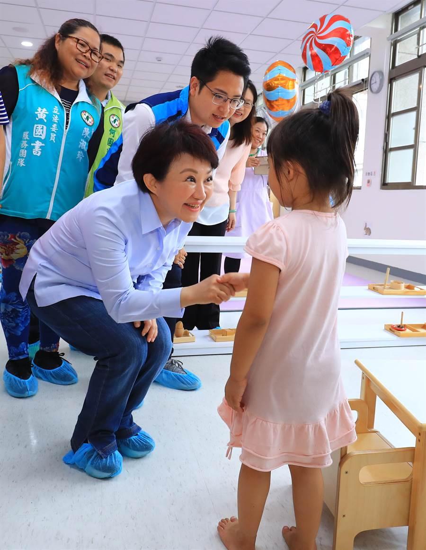 台中市長盧秀燕在台灣世界新聞傳播協會最新民調,經濟、醫療衛生、社會福利與幸福感在六都都名列前茅。(盧金足攝)