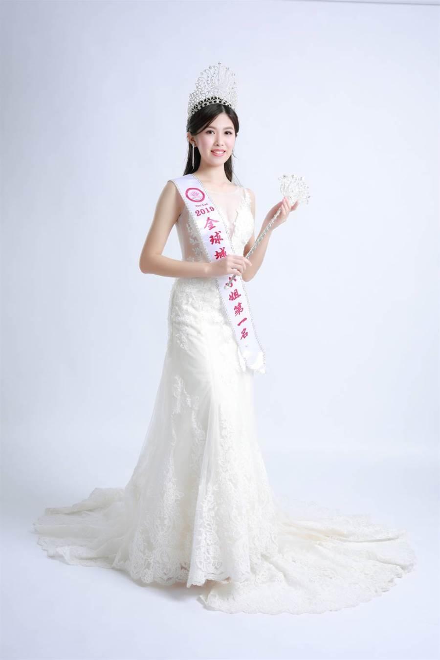 選美冠軍的柯純心,10月將赴重慶參加全球城市小姐大中華總決賽。(照片/取自柯純心 臉書)