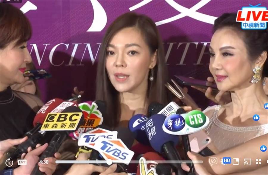 曾馨瑩今晚現身公益活動。(取自中視新聞直播)