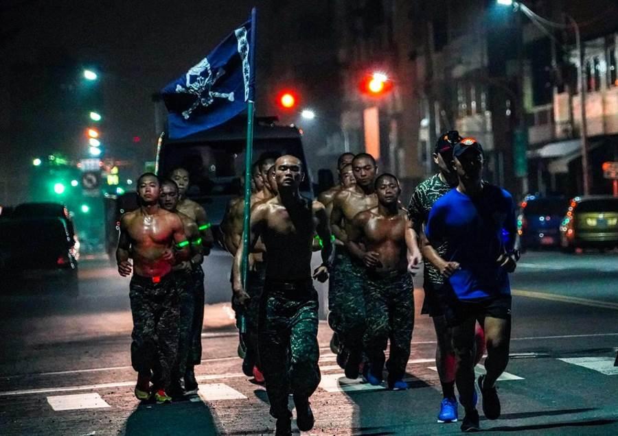 許明忠中校作品「Strong will」系列照之一。摘自海軍臉書