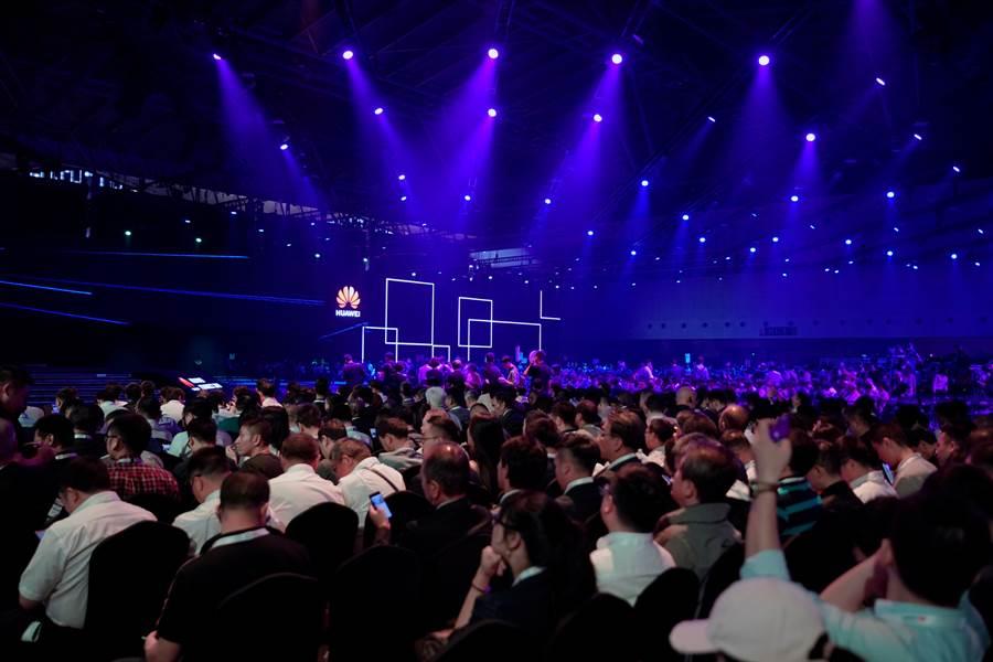 華為年度全球技術論壇18日在上海召開,公布了許多野心勃勃的技術開發計劃。(圖/路透)