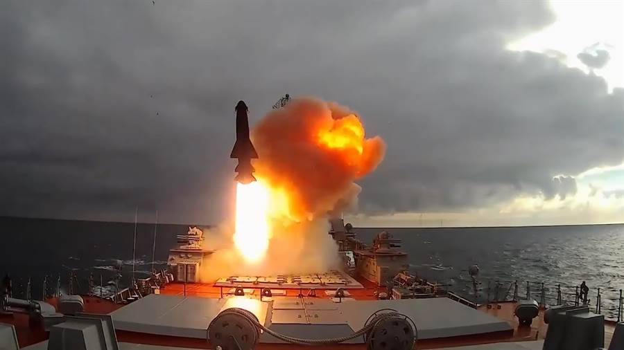 俄國公布的鋯石飛彈發射畫面。(圖/youtbue)