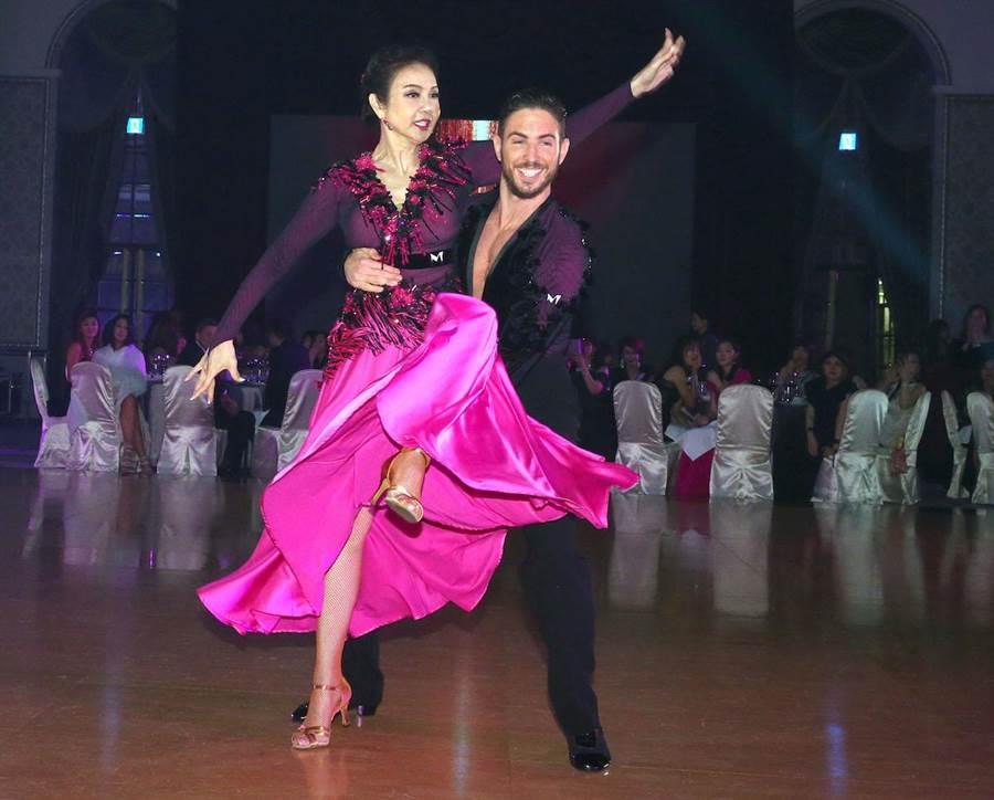 謝玲玲與27歲國標舞老師Darren Hammond今晚獻舞。粘耿豪攝