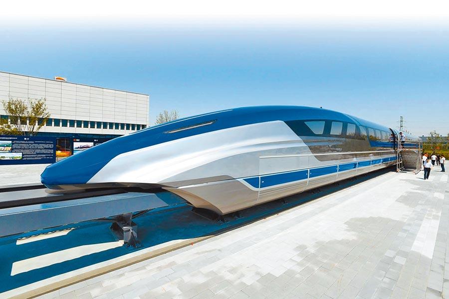 5月23日,大陸時速600公里高速磁浮試驗樣車在青島下線,是大陸高速磁浮技術領域重大突破。(新華社)