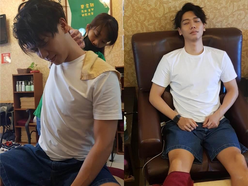 蔡旻佑日前推出新專輯《變心記》,勤跑通告身體硬梆梆,趁空檔到按摩店「鬆」一下。(何樂音樂提供)