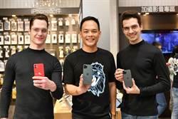 台灣大總座首現iPhone開賣會 預購比去年增1倍