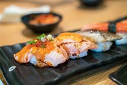 日本料理邊吃邊看照 客秒沒食慾