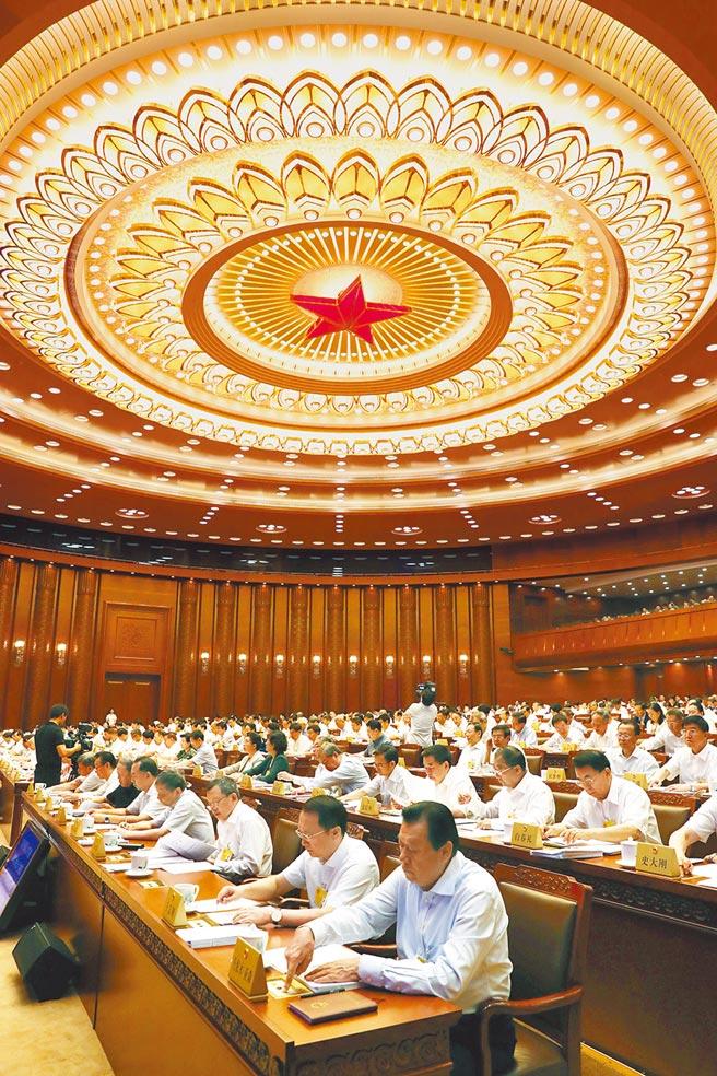 8月26日,大陸十三屆全國人大常委會第十二次會議在北京閉幕。會議經表決,通過了新修訂的《藥品管理法》。(中新社)