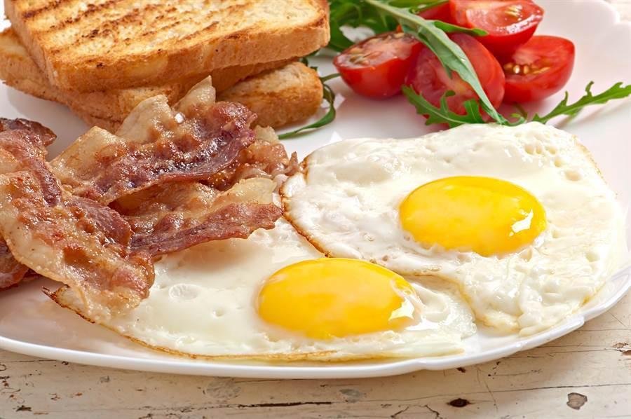 打破「早餐吃不胖」迷思,專家表示在對的時間吃對的食物才不容易胖。(達志影像)