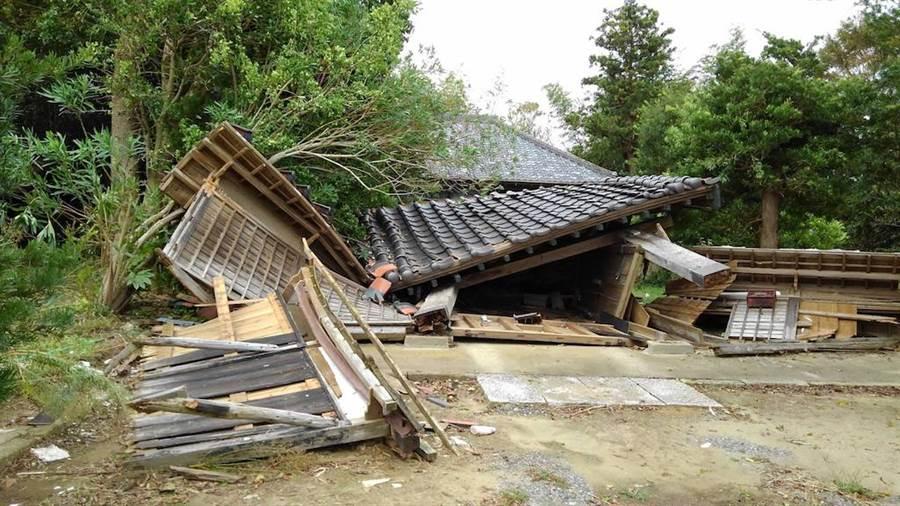 9月剛肆虐日本的法西颱風將千葉縣的老民宅摧毁。(黃菁菁攝)