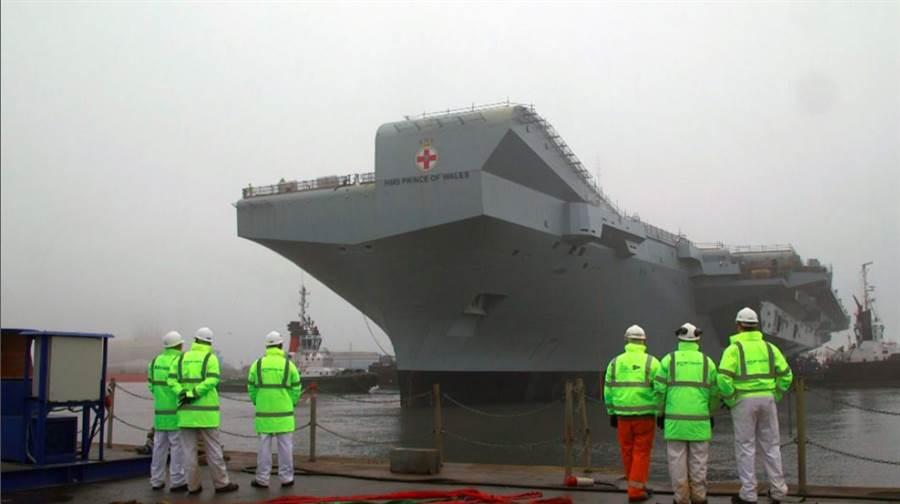 英國最新航母「威爾斯親王」號19日首航,準備展開海試,圖為「威爾斯親王」號的資料照。(英國皇家海軍)