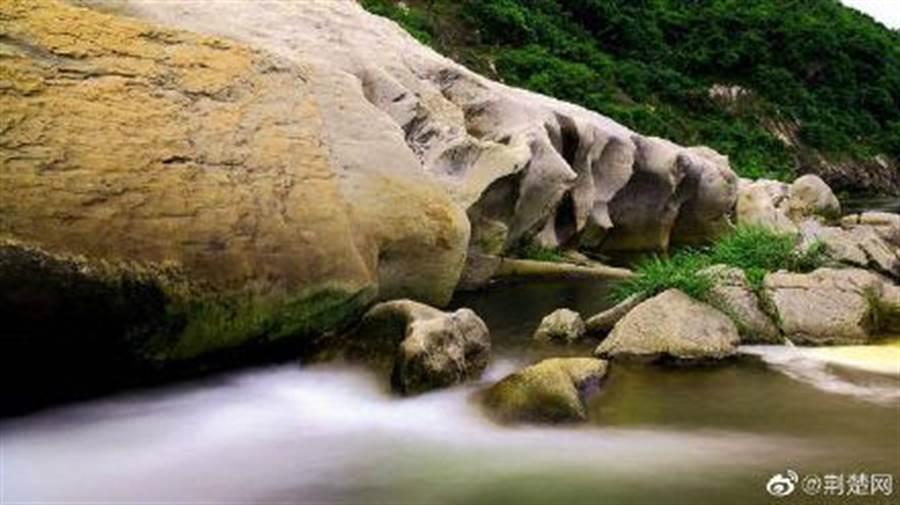大別山森林步道會經過湖北大別山(黃岡)國家地質公園。(取自新浪微博@武漢發布)