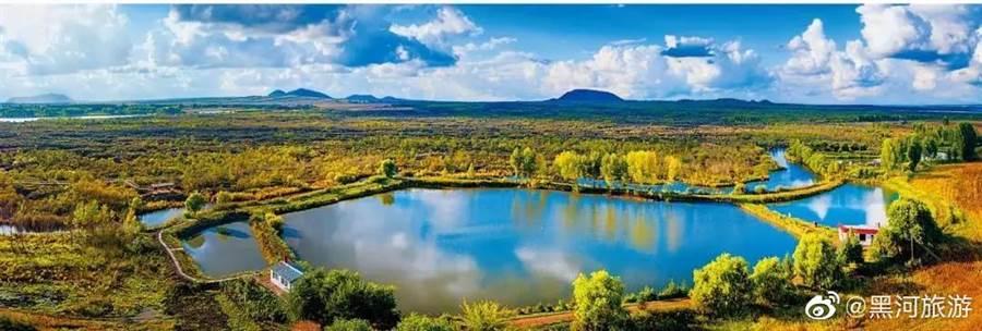 黑龍江五連池原是5個火山口,生態豐富,成為小興安嶺步道沿線美景。(取自新浪微博@黑河旅遊)