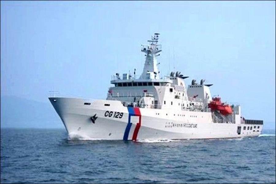 3000噸級高雄艦支援掃蕩越界大陸船團。(金門海巡提供/李金生金門傳真)