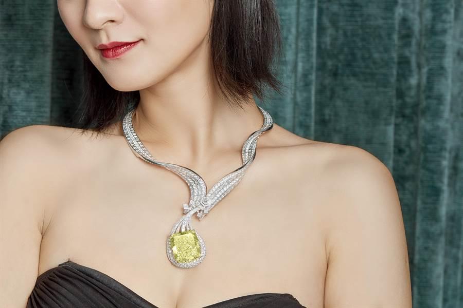 台灣珠寶設計師胡茵菲Anna Hu的「敦煌琵琶」黃鑽項鍊登上蘇富比秋拍,起拍價7800萬港元。(Sotheby's提供)