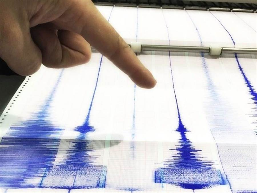 氣象局預估,明年台灣島內中大型地震發生後預警發布時間,將從平均15秒縮短至10秒。(中央社)