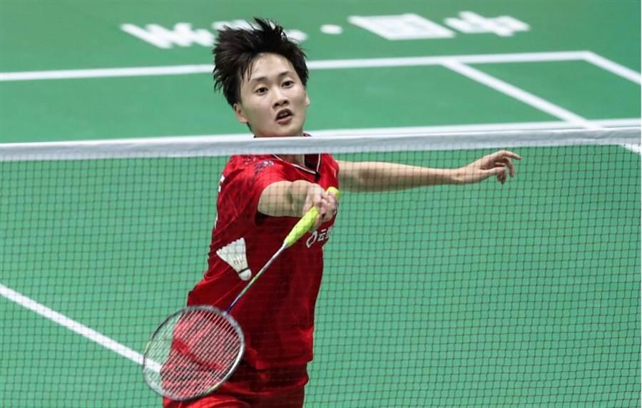 陳雨菲今以直落2淘汰泰國的蓬帕威,挺進女單4強。(新華社)