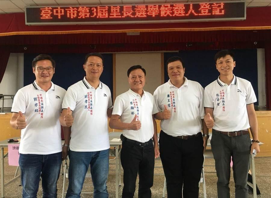 台中市大雅區上雅里長張睿倉(右一)獲台灣民眾黨提名,將投入台中市立委第三選區選舉。(資料照片)