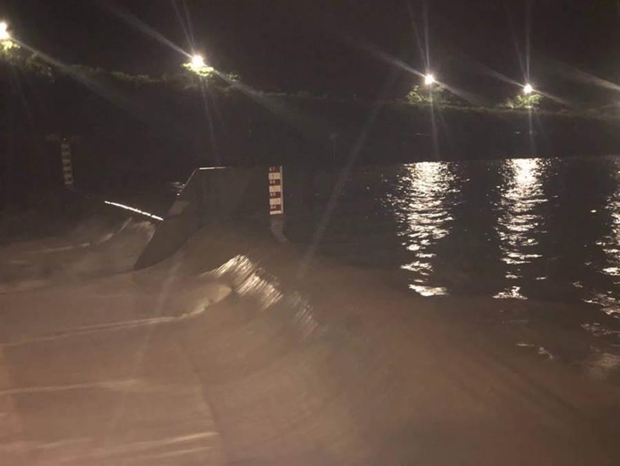 20日晚間員山子分洪啟動今年首次分洪。(圖/水利署十河局提供)