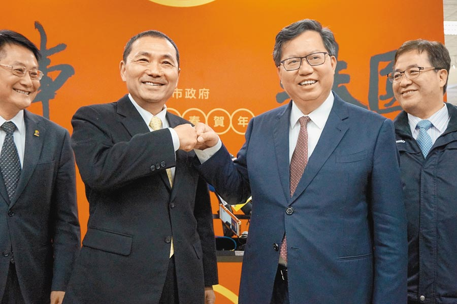 桃園市長鄭文燦(右二)與新北市長侯友宜(左二)互動密切。(本報資料照片)