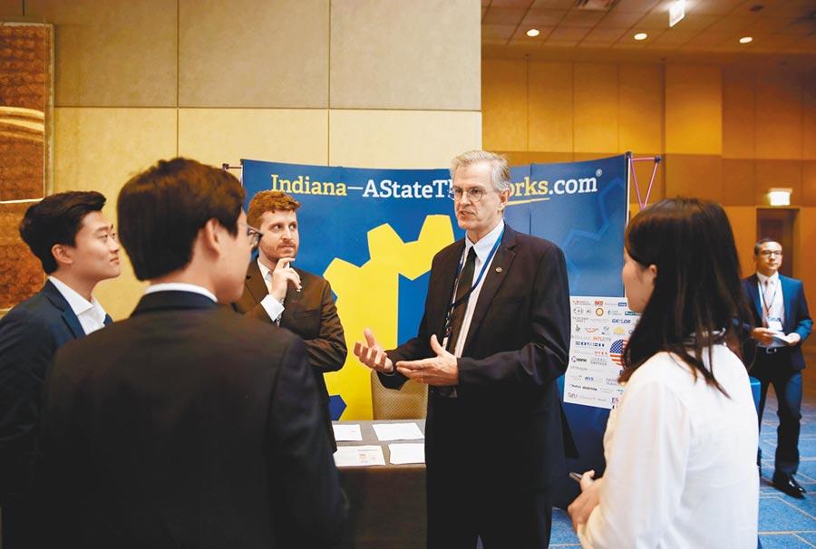 9月17日,美國中國總商會芝加哥分會舉行2019年年會,中美政商人士呼籲加強經貿合作。(新華社)