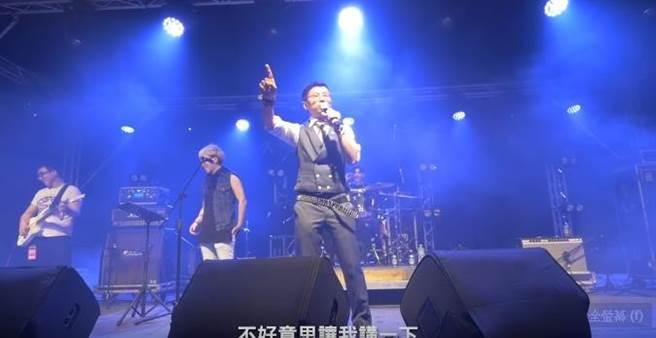 呱吉、台北市議員邱威傑曾上大港開唱時爆粗口。(圖/翻攝自呱吉 YouTube)