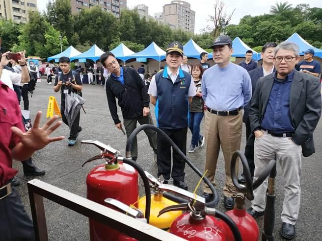 北市消防局21日下午舉辦「國家防災日」防災教育宣導活動。(消防局提供/林郁平台北傳真)